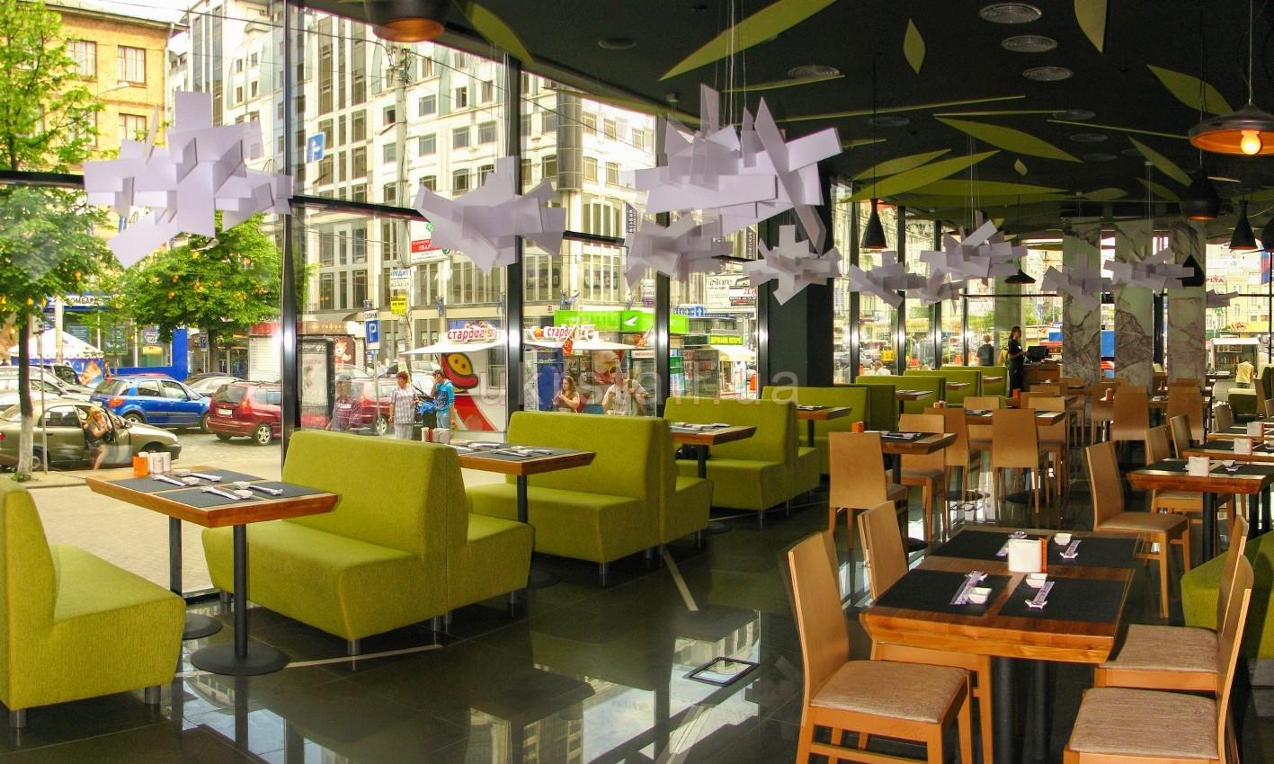 Диваны и столы ресторана Мураками на Большой Васильковской 01