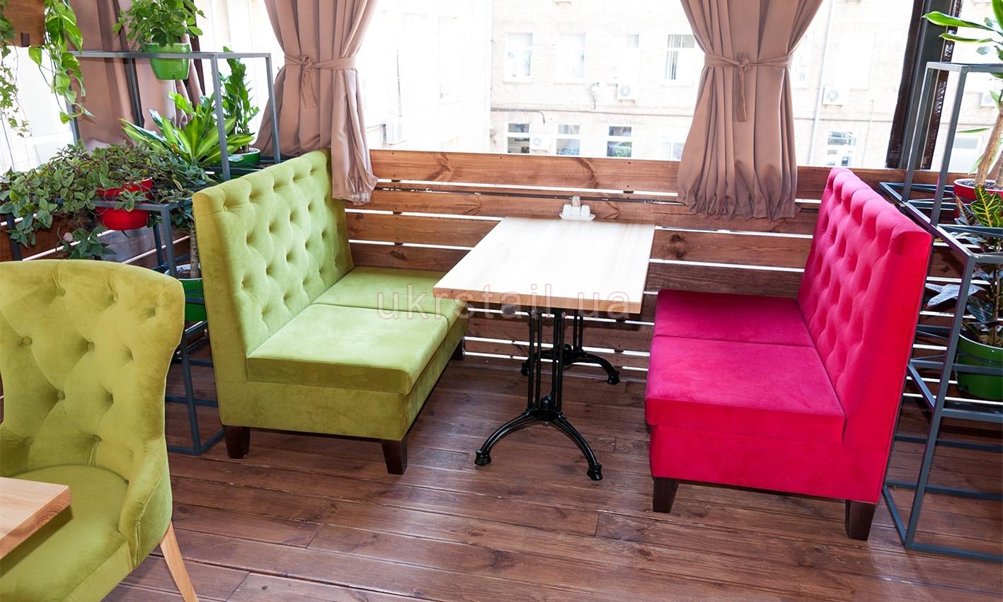 Диваны и стол ресторана Suluguni в Музейном переулке 06