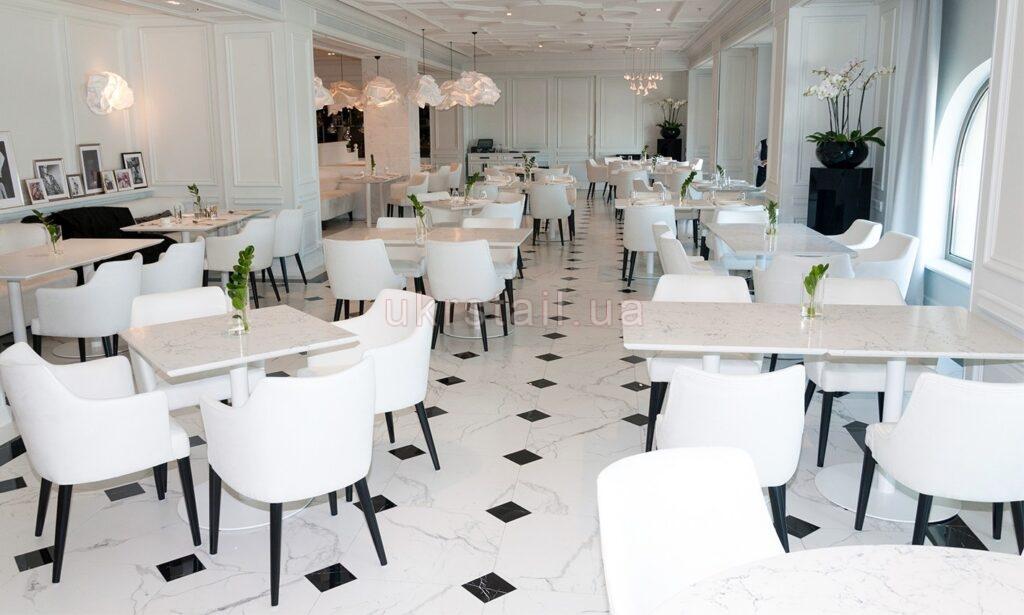 Интерьер Vogue Cafe Kiev в гостинице Fairmont 01