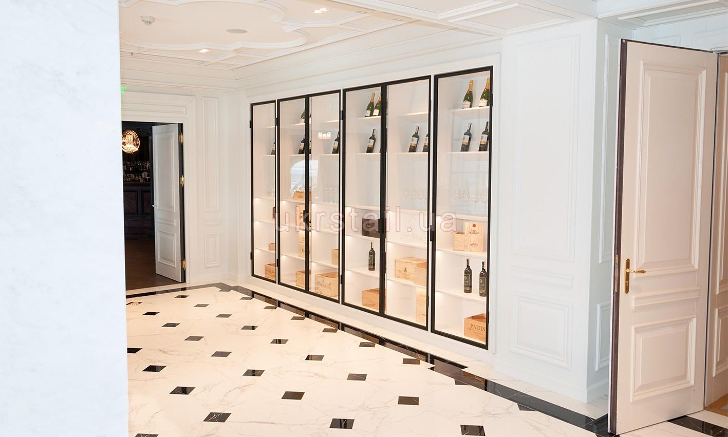 Винный шкаф в интерьере Vogue Cafe Kiev в гостинице Fairmont 05