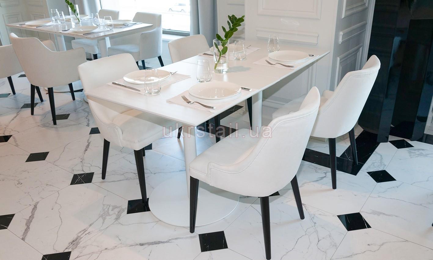 Столы Vogue Cafe Kiev в гостинице Fairmont 09