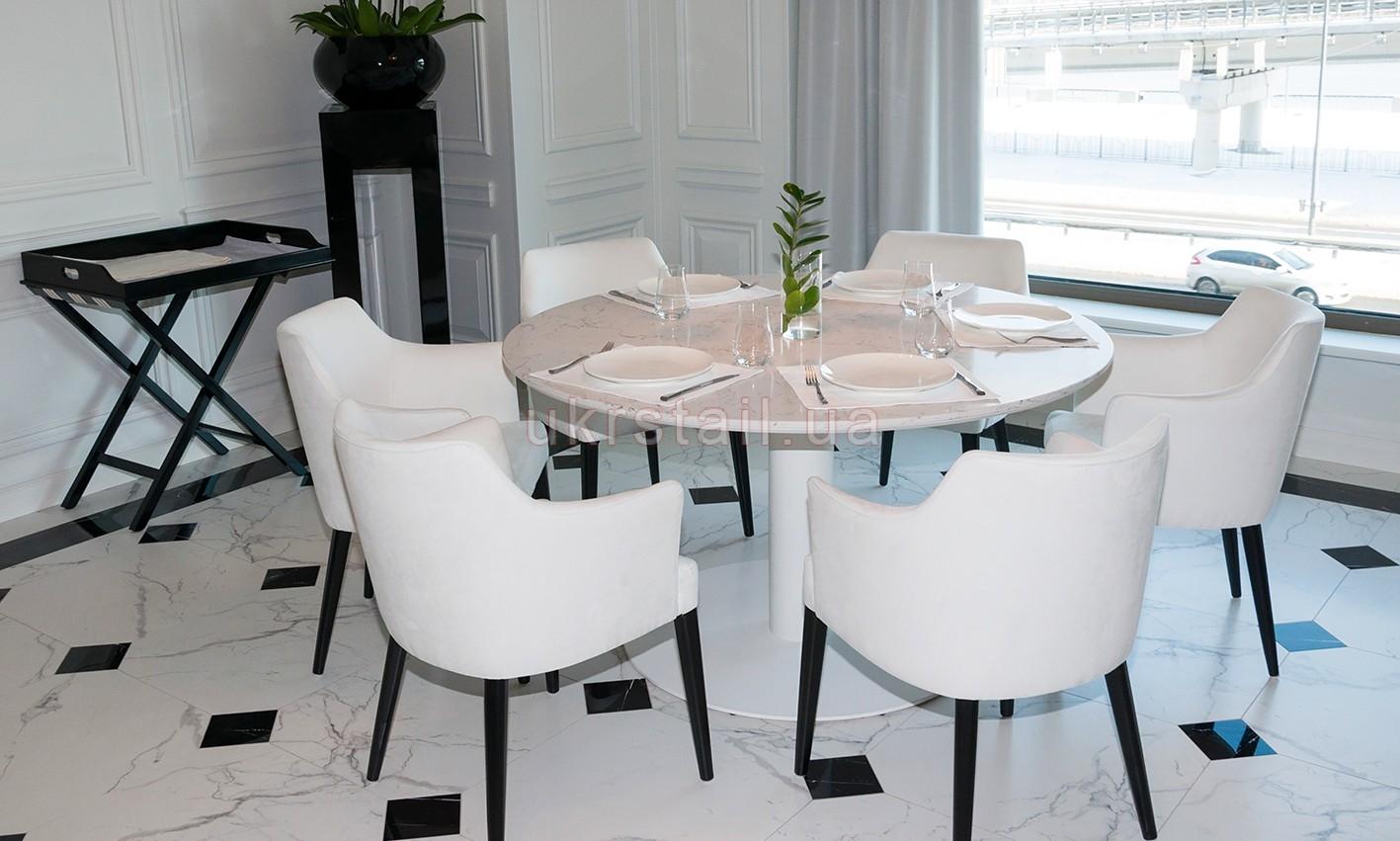 Стол круглый Vogue Cafe Kiev в гостинице Fairmont 10