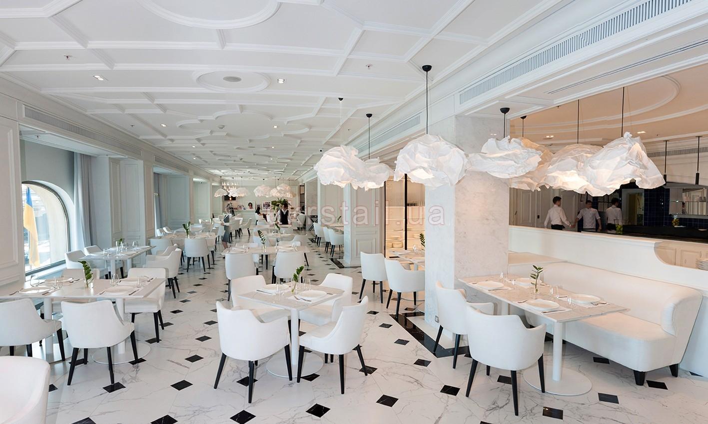 Интерьер Vogue Cafe Kiev в гостинице Fairmont 11