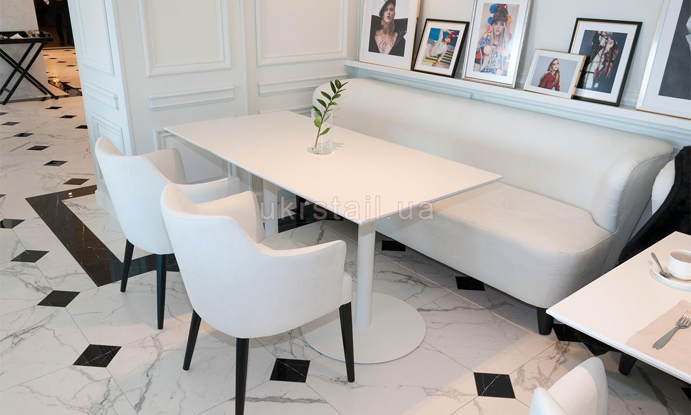 Столы Vogue Cafe Kiev в гостинице Fairmont 12